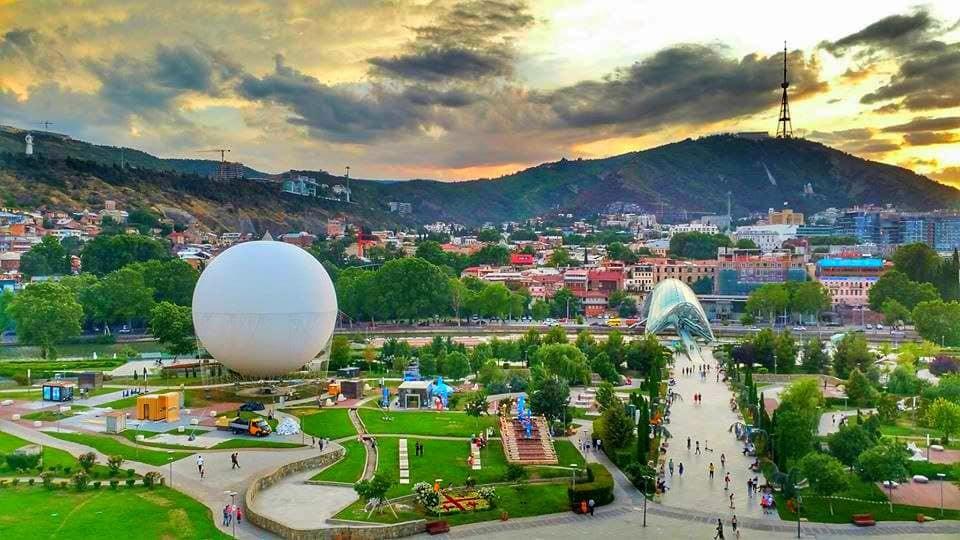 Ballooning (Tbilisi)