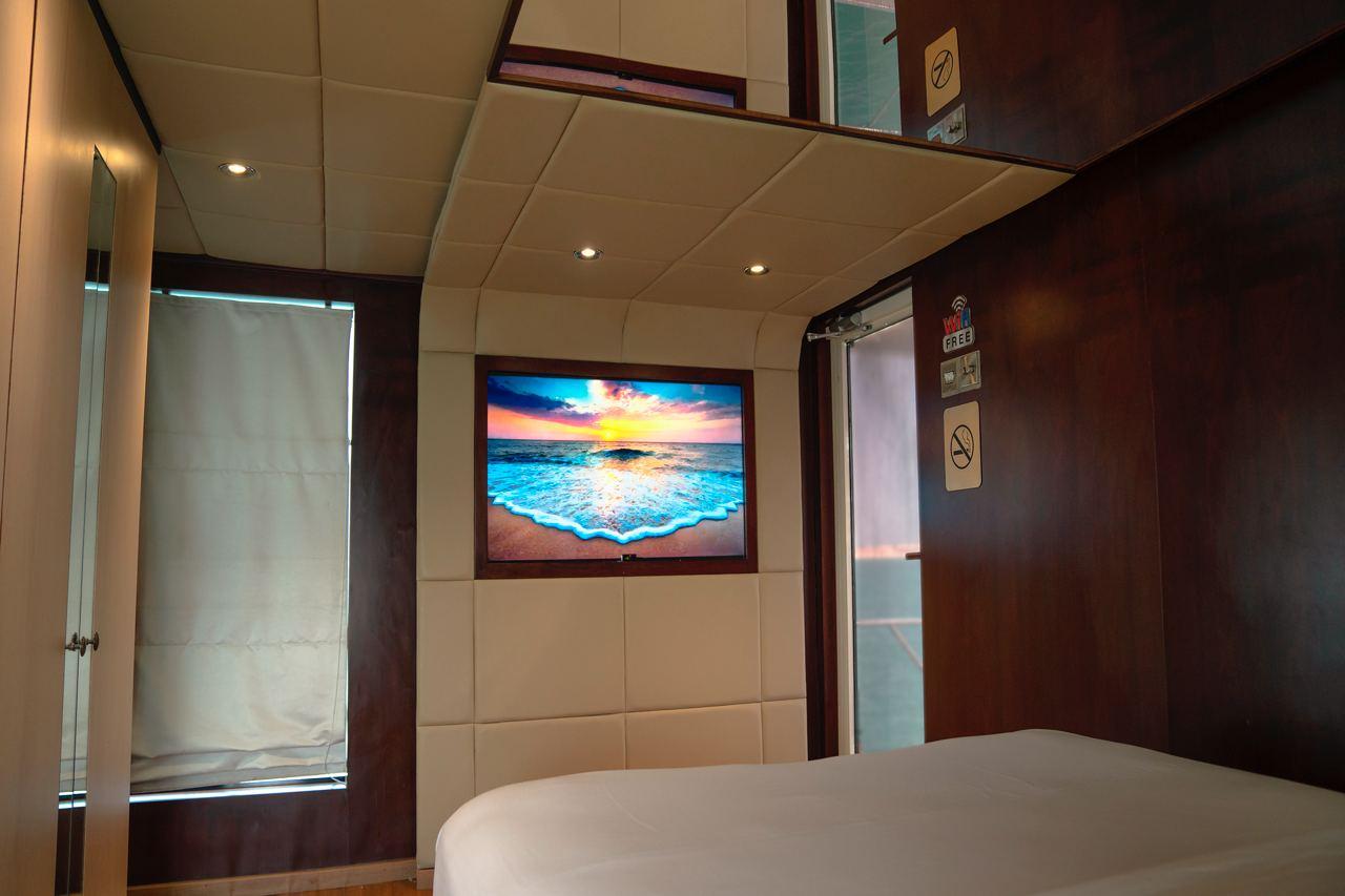 Luxury Houseboat Cruise (Up to 20 people)
